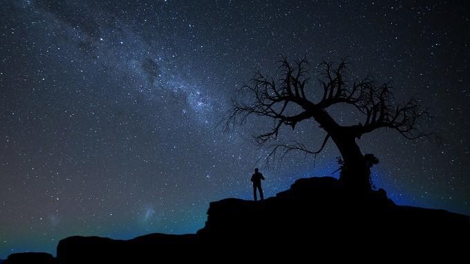 Hvězdy. Minulost. Smutná duše.